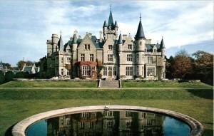 Chateau Mirandas bakgård, fotografen placerad just vid fontänen. Vackert, tidlöst, makalöst.