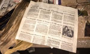 Ett stycke bortglömd tidning i Lumiere.